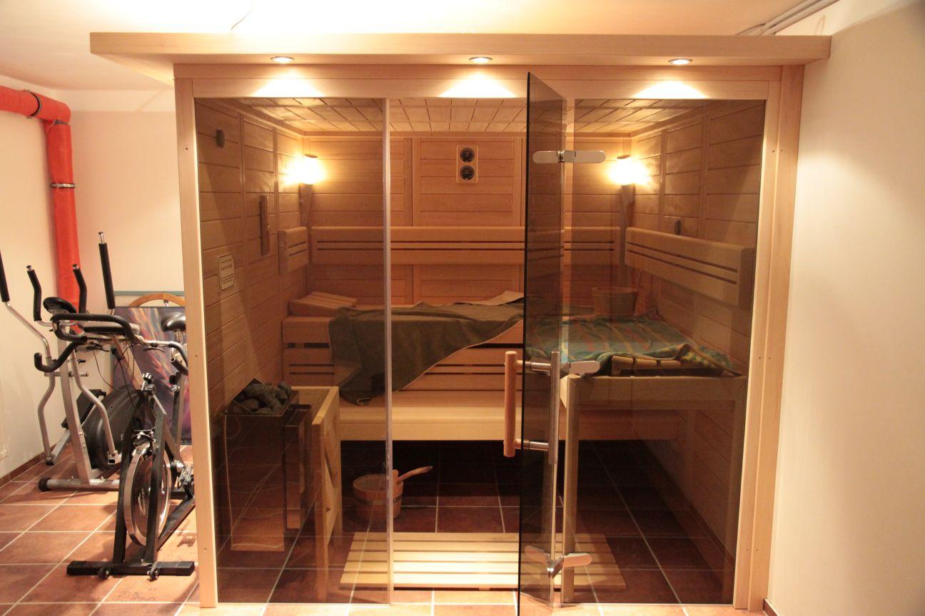designsauna mit glas sauna mit modernem design. Black Bedroom Furniture Sets. Home Design Ideas