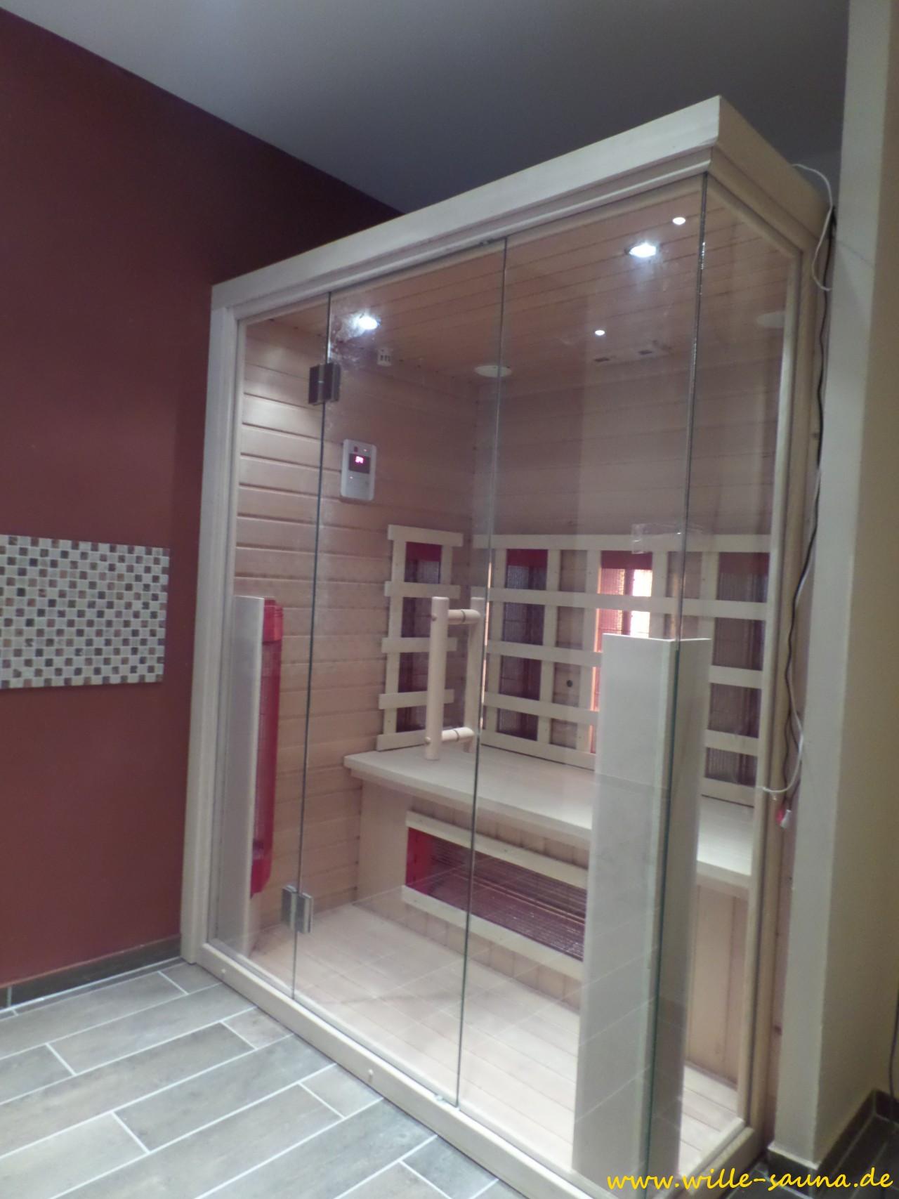 Designsauna mit Glas von Wille Sauna