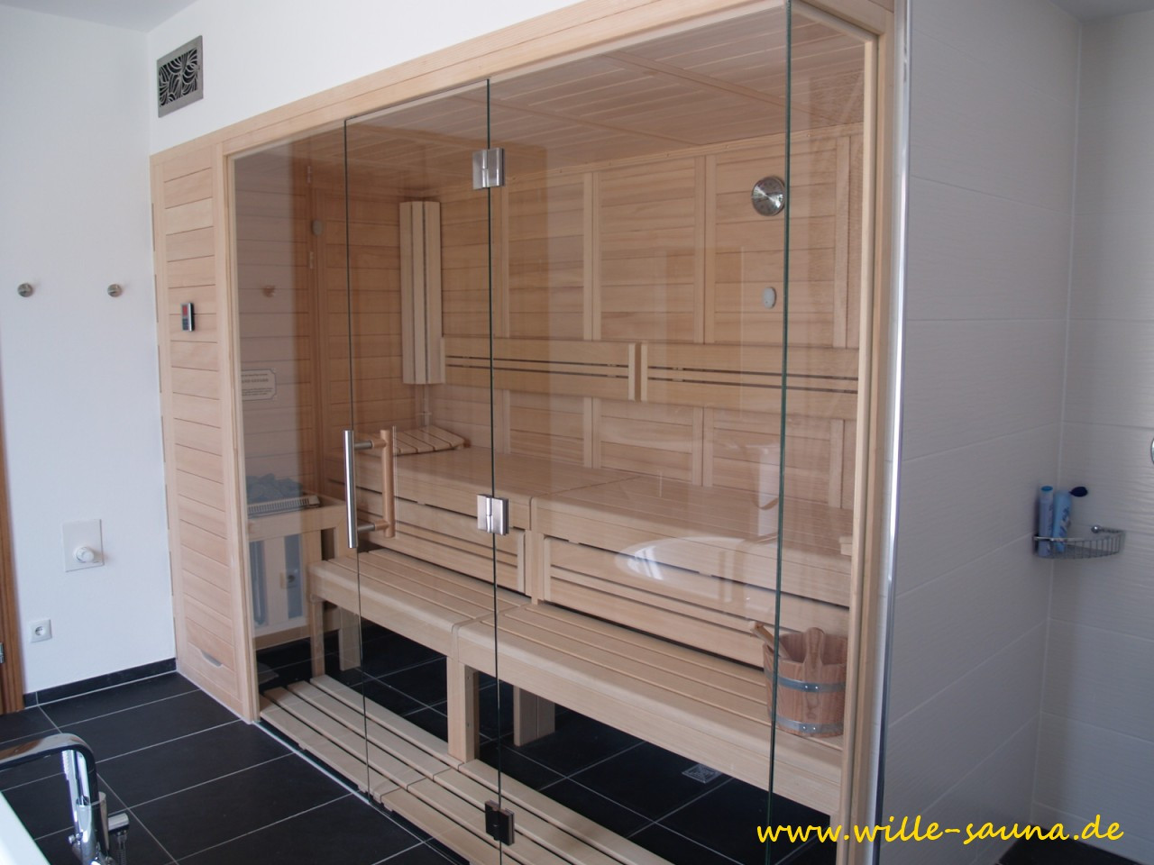 designsaunas fotos bei unseren kunden. Black Bedroom Furniture Sets. Home Design Ideas