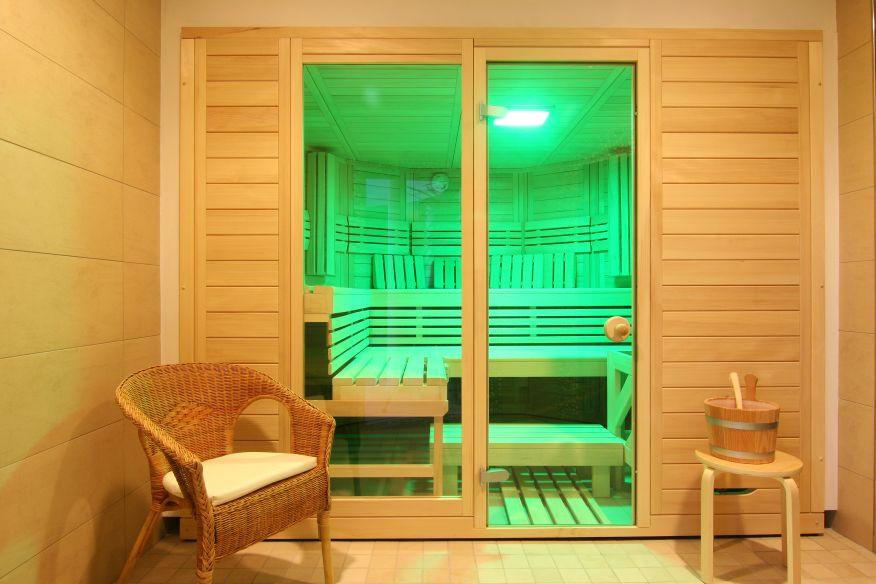 Sauna mit grünem LED Licht
