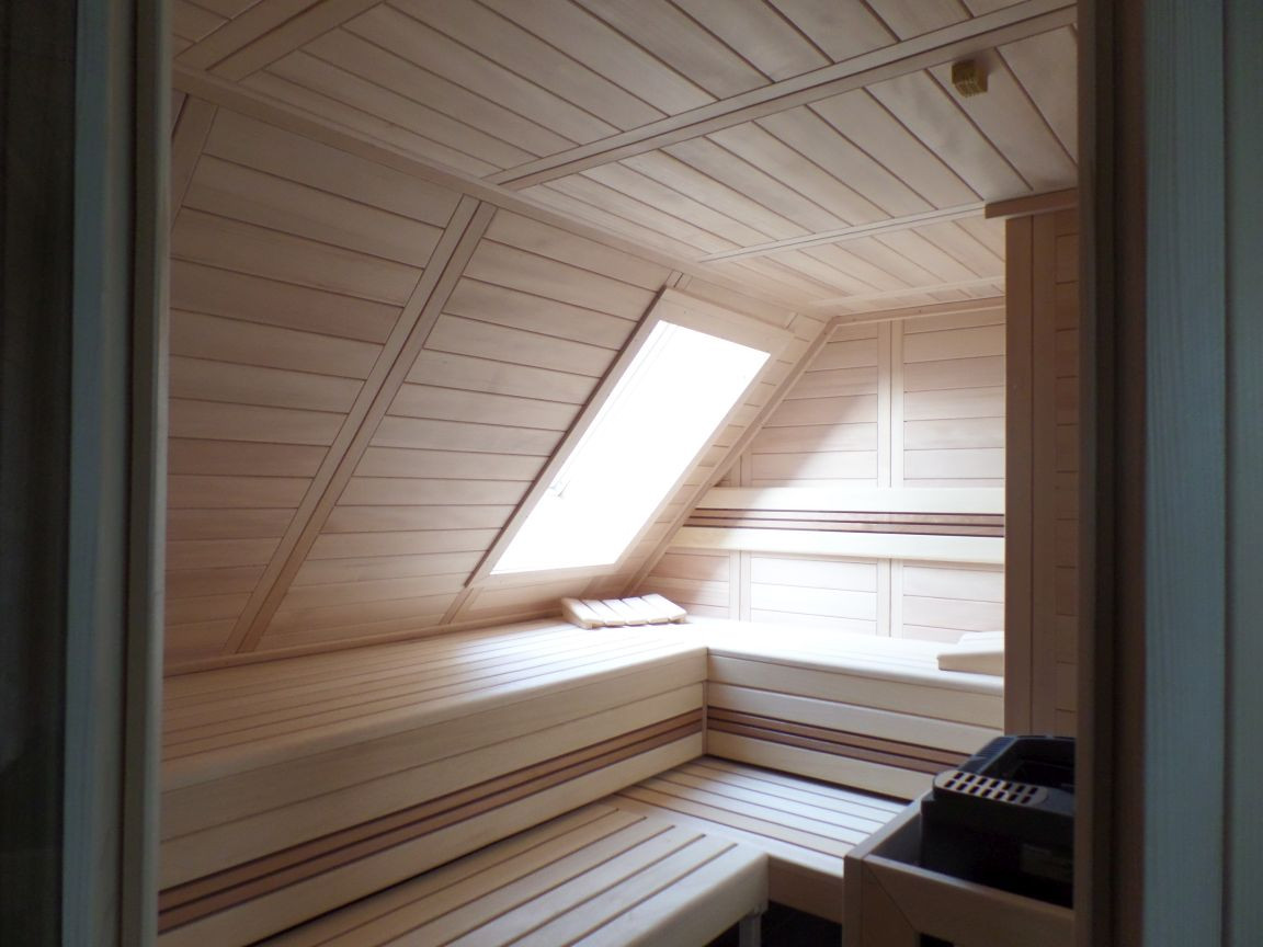 Innensauna Dachschräge mit Dachfenster