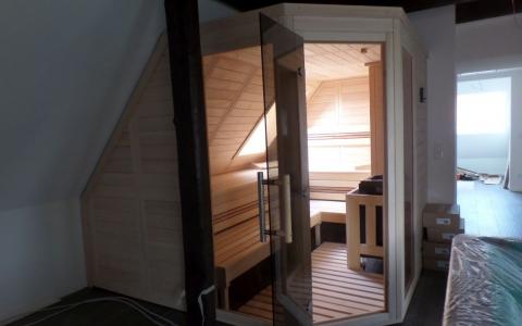 Sauna Für Dachschräge ~ Raum und Möbeldesign Inspiration