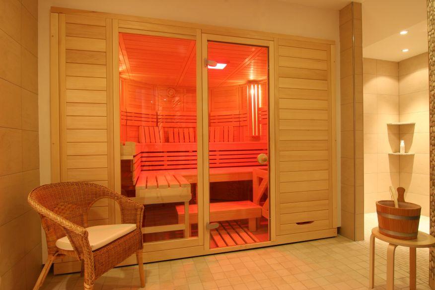 Sauna mit rotem LED Licht