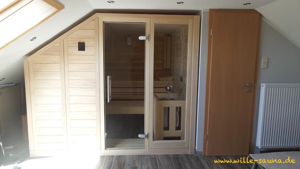 Sauna Daschräge mit Glastür